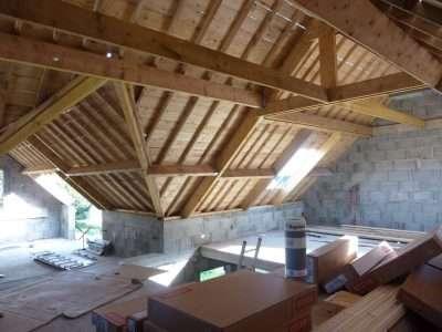 Charpente bois dans maison neuve